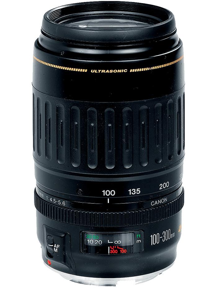 而另外一支佳能EF100-300mm F4.5-5.6USM同样值得关注。随着佳能镜头对焦马达技术的开发,这支拥有USM对焦马达的长焦镜头,可以在拍摄时进行高速追焦, 对于经常拍摄体育运动或是野生动物