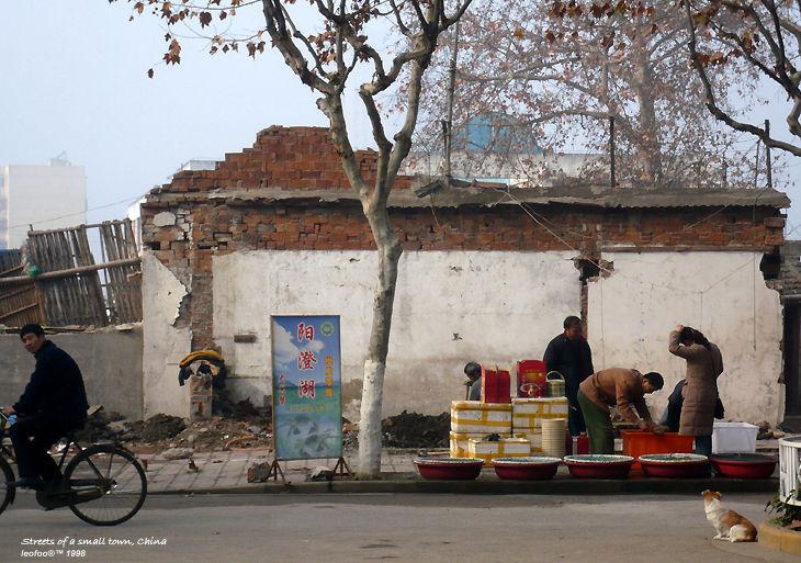 在中国安徽省一个偏远的小镇上午的一个角落。 由maf.my的leofoo / kakaman