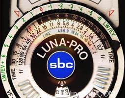 针孔相机曝光计算器 包括倒易律失效情况的补偿