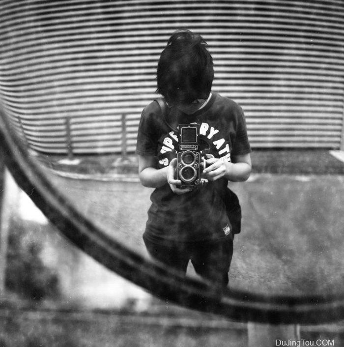 Nicole:用过期的Lomography 120mm伯爵灰色100黑白胶片拍摄